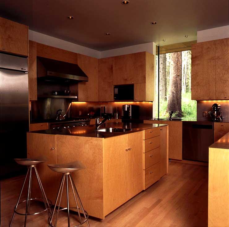 holzhaus mitten im wald landh user sch ner wohnen. Black Bedroom Furniture Sets. Home Design Ideas