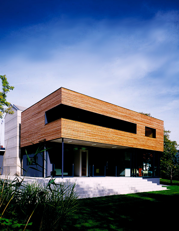 zweigeteiltes einfamilienhaus villen sch ner wohnen. Black Bedroom Furniture Sets. Home Design Ideas