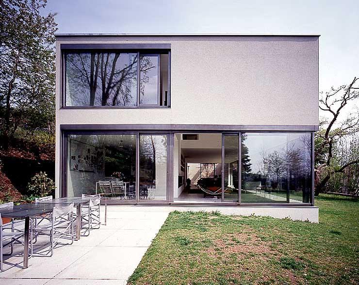 einfamilienhaus mit geometrischen formen hofh user sch ner wohnen. Black Bedroom Furniture Sets. Home Design Ideas