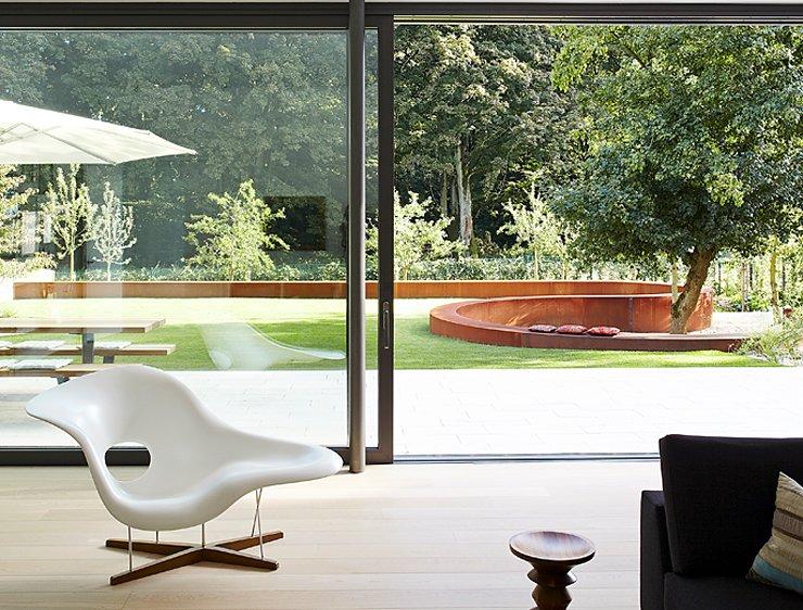 flachdachhaus mit durchdachtem raumkonzept villen sch ner wohnen. Black Bedroom Furniture Sets. Home Design Ideas
