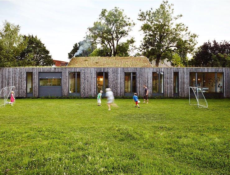 familien bungalow mit innenhof bungalows sch ner wohnen. Black Bedroom Furniture Sets. Home Design Ideas